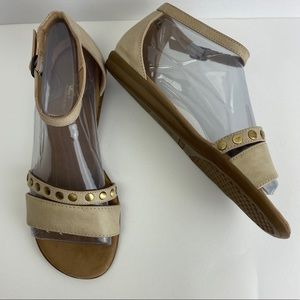 Aerosoles A2 Pinnacle Tan Gold Stud Sandals sz. 7